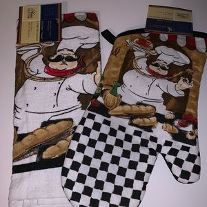 Other - Kitchen towel and oven mitt set